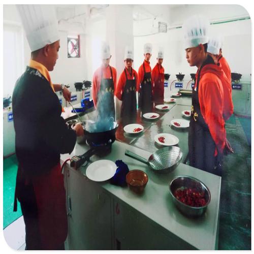 舌尖上的学校—成都厨师职业学校中西餐制作