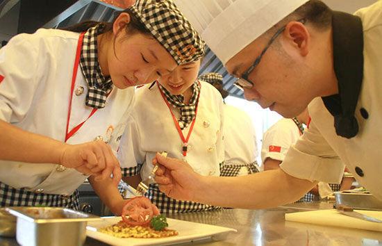 学厨师技术 改变人生命运