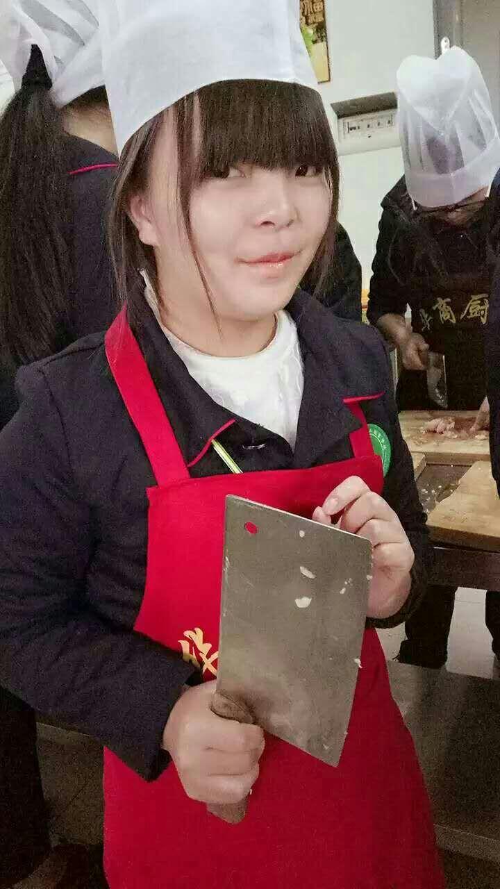 烹饪中常用的几种刀法-成都厨师职业学校